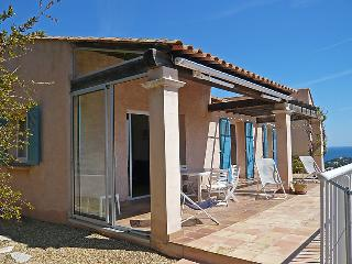 3 bedroom Villa in Cavalaire-sur-Mer, Provence-Alpes-Cote d'Azur, France : ref