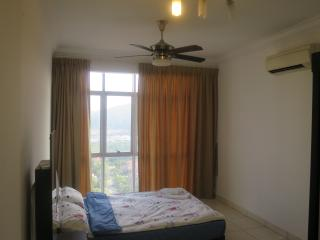 {TT}Welcoming & Cozy Condo Room-1 (Master Room), Puchong