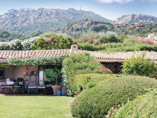 2 bedroom Villa in Porto Cervo, Sardinia, Italy : ref 2039254, Cala di Volpe