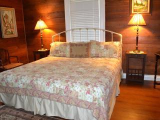 Stadt Haus - King Bedroom 1