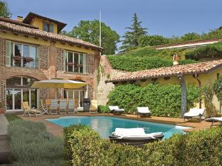 Villa in Monforte d ´Alba, Piedmont, Piedmont Countryside, Italy, Monforte d'Alba