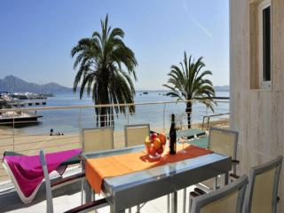 Beachfront Apartment Brisa Marina with beautiful views to the bay of Pollensa
