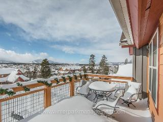3 bed 3 bath sleeps 10 with views,  mountain decor with dual masters!!, Fraser