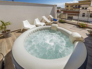 LA SUITE DI TYCHE  with terrace and jacuzzi
