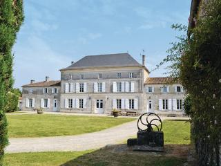 7 bedroom Villa in Villeneuve de Chassors, Charente, France : ref 2184366, Reparsac