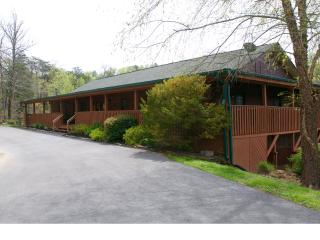 Enormous Group Lodge Douglas Lake Sevierville, Tn