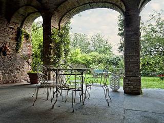 Villa in Castagnole delle Lanze, Monferrato e Langhe, Piedmont and Lake Maggiore, Italy, Castagnole Lanze