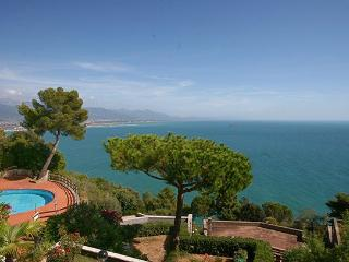 2 bedroom Apartment in Montemarcello, Riviera Di Levante, Liguria And