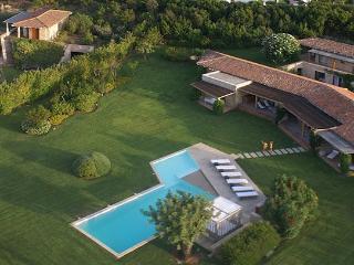6 bedroom Villa in Lu Fraili Di Sotto, Sardegna, Sardinia, Italy : ref 2230604, Puntaldia