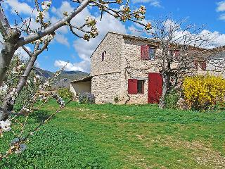 2 bedroom Villa in Saint-Saturnin-les-Apt, Provence-Alpes-Cote d'Azur, France :