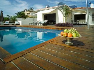 4 bedroom Villa in El Rosario, Marbella, Spain : ref 2245767, Elviria