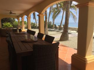 Casa de Las Palmas - Beachfront Elegance-Sleeps 16, Los Barriles