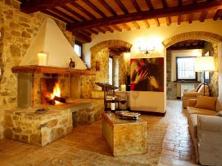 4 bedroom Apartment in Siena, Near Montalcino, Siena, Italy : ref 2259030