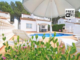 Holiday house with private pool near the sea, L'Escala