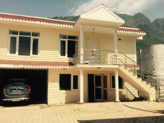 Five star accommodation with terrace garden . A co, Srinagar