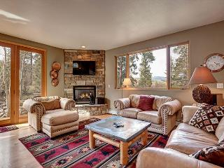 Huge Western Lodge-Style Home in Private Neck of Frisco – Near Ski Resorts