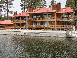All-Seasons Waterfront Donner Condo with Sweeping Views of Donner Lake, Truckee