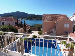 HOLIDAY HOUSE WITH POOL BY THE SEA, VELA LUKA, KOR, Vela Luka