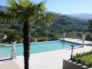 7 bedroom Villa in Camporgiano, Tuscany, Italy : ref 2265926