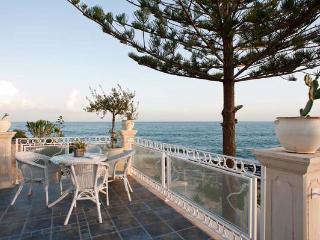 6 bedroom Villa in Fontane Bianche, Sicily, Italy : ref 2269810