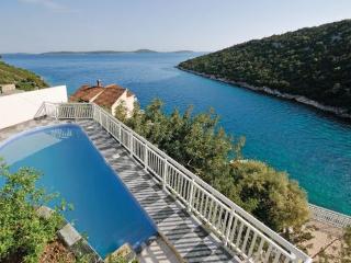 Villa in Trogir-Vinisce, Trogir, Croatia, Sevid