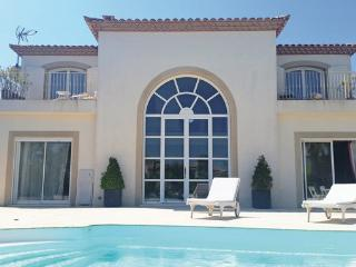 4 bedroom Villa in Aigues Mortes, Gard, France : ref 2279339, Aigues-Mortes