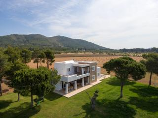 Newly built 5 bedroom (4 bathroom) country villa, San Lorenzo