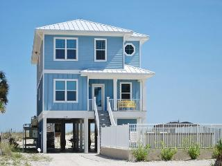 Sea Blue Beachfront Luxury 4 Bedroom 4.5 Bath with a Pool, Gulf Shores