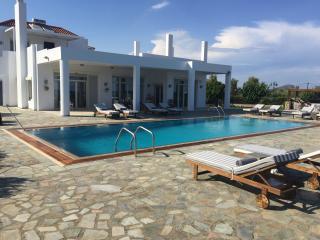Belvedere One Beachfront Villa with Swimming Pool, Afando