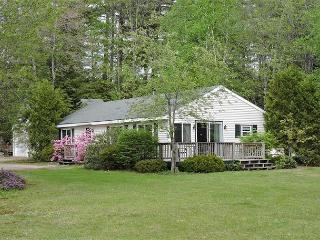Wonderful 3 BR Winnipesaukee Waterfront, Moultonborough