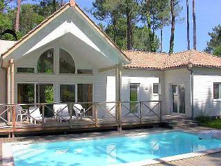4 bedroom Villa in Biscarosse, Les Landes, France : ref 2299536
