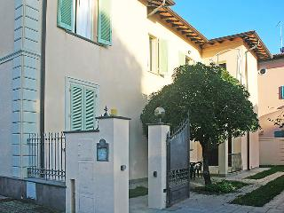 3 bedroom Apartment in Forte dei Marmi, Tuscany, Italy : ref 5052773
