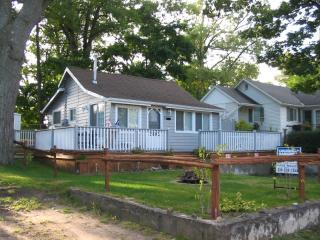 Fantastic Grand Bend Cottage Just off Main St!!
