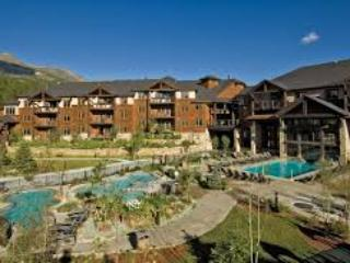 SALE! July 2-9 $1100 5 star, free shuttle, garage, Breckenridge