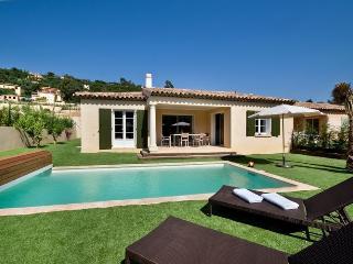 Villa in Cavalaire-sur-Mer, Provence-Cote d'Azur, France, Cavalaire-Sur-Mer