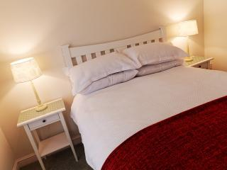 Cosy double bedroom with stunning views overlooking the Tressilian River.