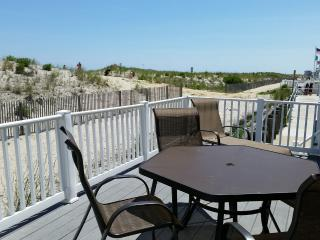 Clean and comfortable beachfront property, Ocean City