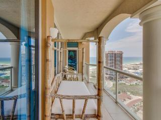 Luxurious 19th-floor condo w/ shared pool, hot tub & tennis - snowbirds welcome!