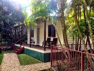 Frangipani Cottage - Gold Coast Valley Getaway, Tallebudgera