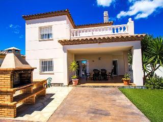 Catalunya Casas: Incredible villa for 6 guests in Miami Platja, 1.5km to the bea