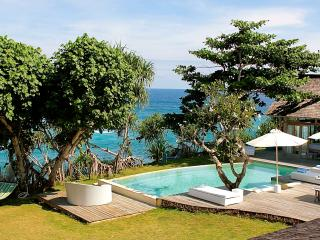 Island House - 2 bedroom absolute waterfront!, Nusa Lembongan