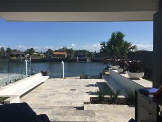 Waterfront Resort Style 5BD home, Banksia Beach