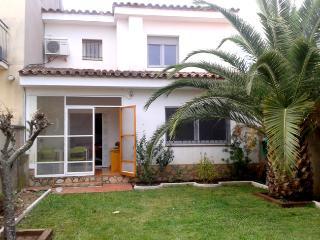 A 700m de la plage , agréable villa 6p avec jardin, L'Escala