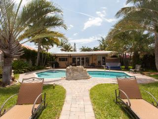 Villa Maria Waterfront family-Home, heated pool,