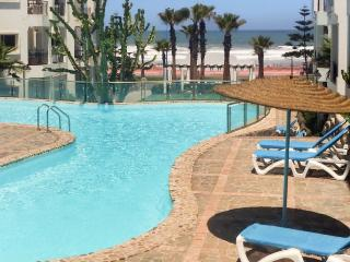 Sunny apartment with swimming pool, Dar Bouazza