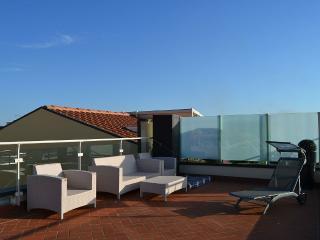 Super attico con terrazza vista mare!, Livourne