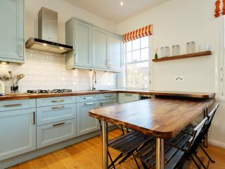 Modern 2 bed on Goldhurst Terrace, South Hampstead, London
