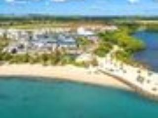 Beachfront 3 bedroom apartment affiliated to hotel, Roches Noire
