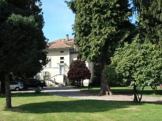 Villa d'epoca con parco: apartment Lago di Monate, Cadrezzate