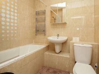 2 bedroom apartment in Beautiful Holland Park, London